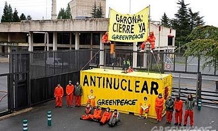 Protest Greenpeace in fata centralei nucleare Garona din Spania