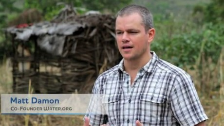 Matt Damon aduce apa potabila in Haiti