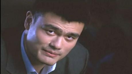 Baschetbalistul Yao Ming militeaza pentru rechini