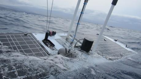 Nou record mondial stabilit de un robot propulsat cu energia valurilor