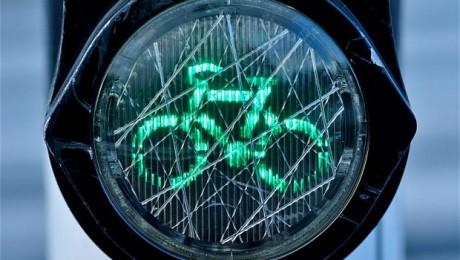 Biciclistii cer drepturi depline in trafic!