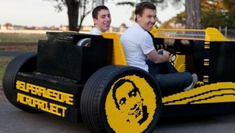 Un roman a construit un automobil din 500.000 de piese Lego care merge cu aer comprimat
