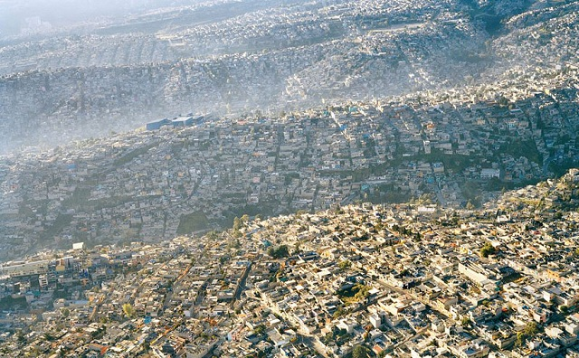 Mexico City adăpostește peste 20 de milioane de locuitori.