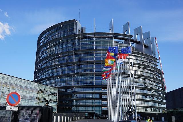 Propunerile de reducere obligatorie a gazelor cu efect de seră conform acordului de la Paris, adoptate de PE