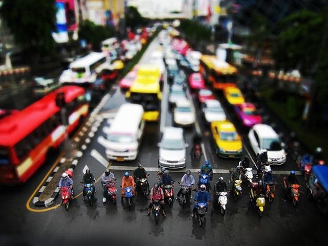 traffic light waiting to change in bangkok