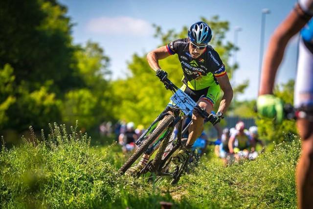 Robert Dobai, ciclist profesionist pe traseul concursului  Prima Evadare
