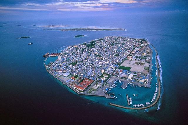Insulelel Maldive vor fi acoperite în totalitate de apă în următorii 50 de ani din cauza încălzirii globale.