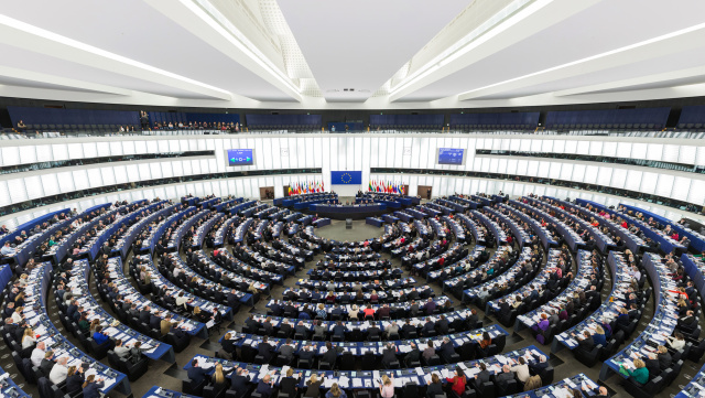 European_Parliament_Strasbourg_Hemicycle_-_Diliff-640x361
