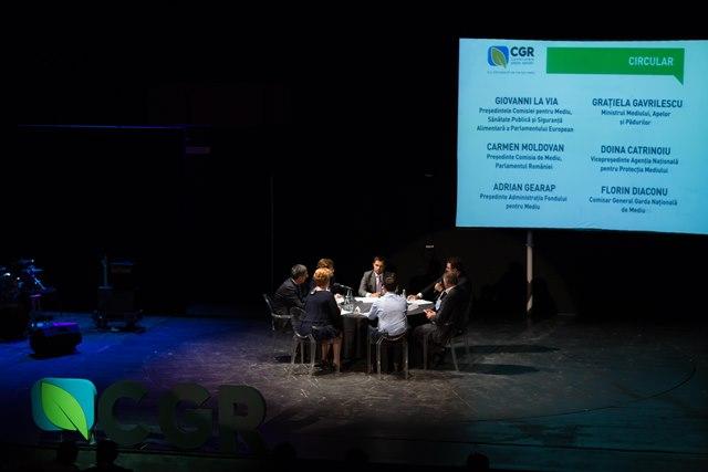 Au participat la dezbatere: Grațiela Gavrilescu (Ministrul Mediului), Giovanni La Via (Președintele Comisiei ENVI din Parlamentul European), Carmen Moldovan (Președintele Comisiei pentru Mediu din Parlamentul României), Doina Catrinoiu (Vicepreședintele Agenției Naționale pentru Protecția Mediului), Adrian Gearâp (Președintele Administrației Fondului pentru Mediu) și Florin Diaconu (Comisarul General al Gărzii Naționale de Mediu).