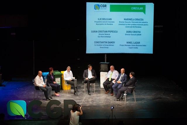 La dezbatere, au participat: Ilie Bolojan (Primarul Oradei și Președinte Executiv al Asociației Municipiilor din România), Marinela Dracea (Director Executiv al Patronatului din industria cimentului și altor produse minerale pentru construcții din România), Sorin Cristian Popescu (Directorul General Eco-Rom Ambalaje), Doru Cristiu (Director Executiv al Asociației Române pentru Ambalaje și Mediu), Constantin Damov (co-fondator și group adviser Green Group) și Ninel Lazăr (expert mediu și project manager Green Business Index).