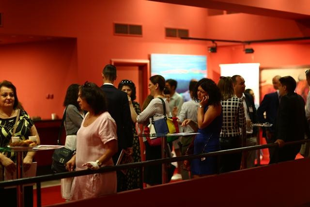 Participanții la conferință au început să sosească înainte de ora 9.