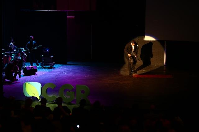 Mihai Constantin, jurnalist și moderator al evenimentului, i-a îndemnat pe participanți să nu își mai ascundă gunoiul sub preș.