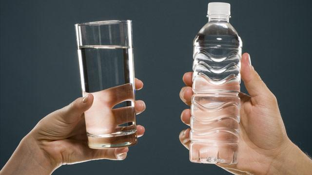 apa imbuteliata sau apa de la robinet