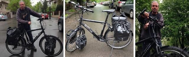 Richard van Dijke, alături de bicicleta sa de touring, marcaSantos