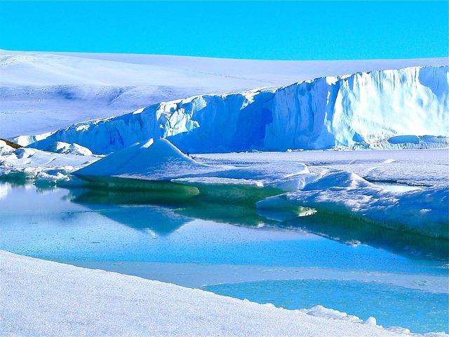 icebergs-429139_640