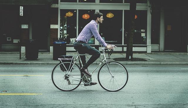 Beneficiile mersului regulat pe bicicletă pentru sănătate