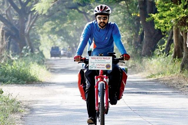 Un indian face o călătorie de 10 ani pentru a face oamenii mai conștienți de mediu