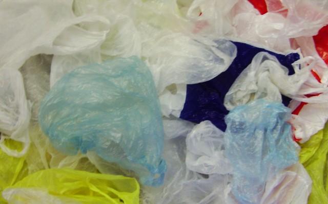 pungi de plastic poluare