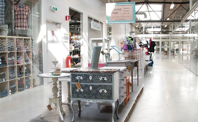 Primul mall din lume numai cu produse reciclate s-a deschis în Suedia