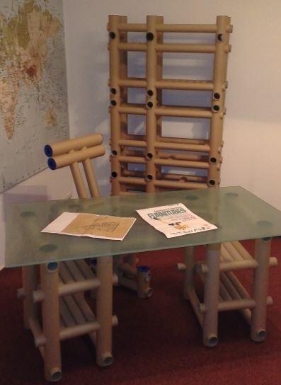 Cartonul, transformat în mobilă și accesorii