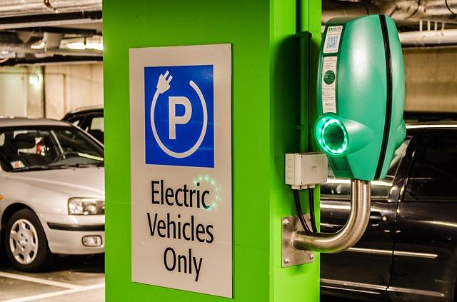 """Autoturismele """"verzi"""" și-au dublat cota de piață în ultimul an"""
