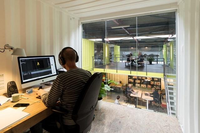 Hub pentru antreprenori, construit din containere maritime