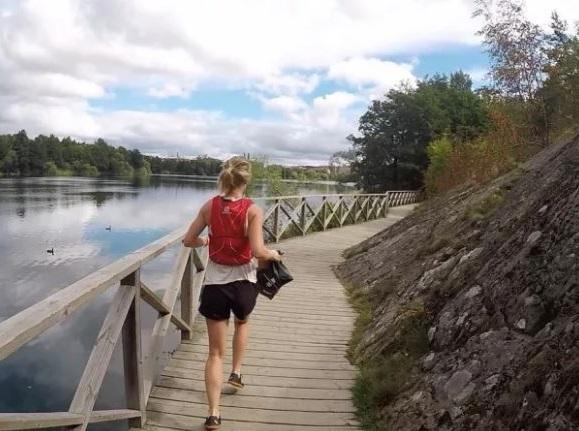 VIDEO Trend nou: plogging – aduni gunoaie în timp ce alergi