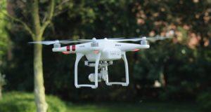 Dronele, o variantă mai bună pentru mediu decât camioanele, pentru livrat coletele