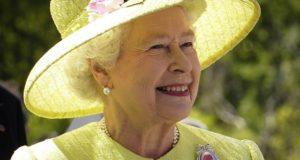 Regina Marii Britanii limitează utilizareaplasticuluipedomeniile regale