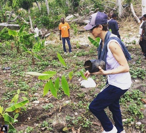 Chef-ul Dominique Crenn strânge bani pentru un milion de copaci de cacao și cafea în Haiti