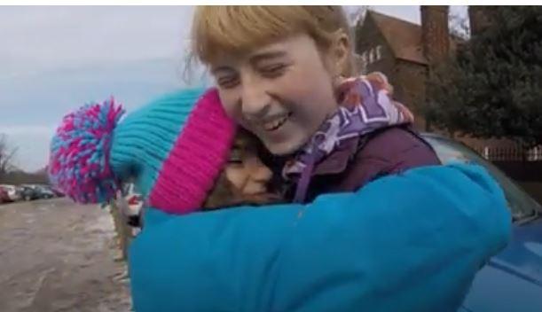 O britanică de 12 ani, apreciată internațional pentru că adună gunoaiele de pe jos