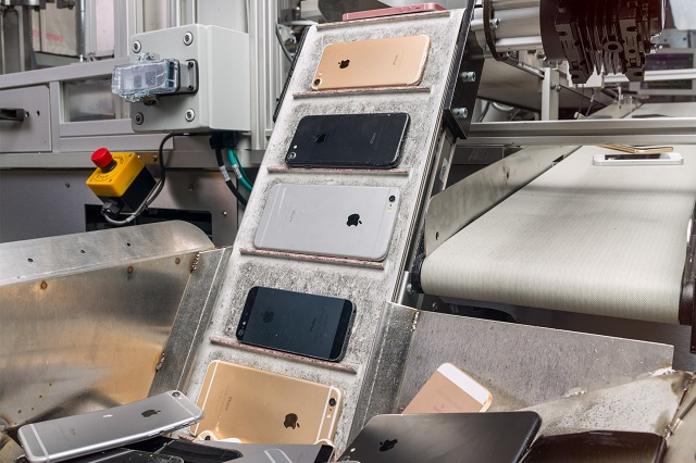 Daisy, robotul Apple care reciclează telefoanele mobile