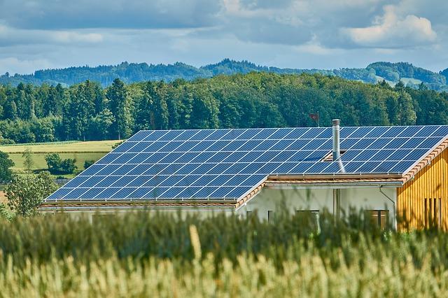 California impune panouri solare pentru clădirile care se construiesc începând cu 2020