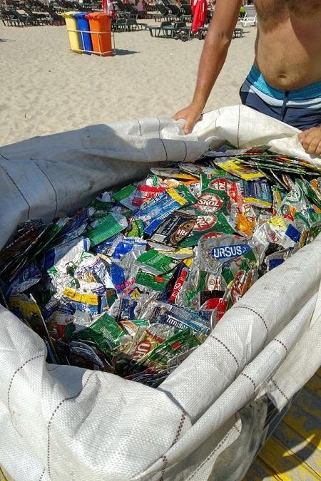 Turiștii de pe litoral primesc premii în schimbul dozelor din aluminiu