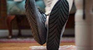 O companie britanică de lux transformă cauciucurile vechi în tălpi pentru încălțăminte