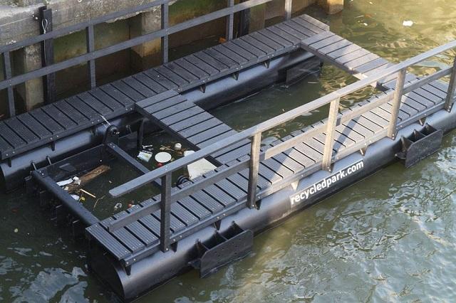 Rotterdam. Parc plutitor construit din plasticul recuperat dintr-un râu