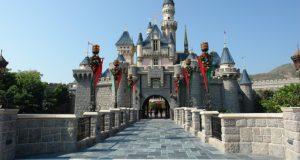 Disney elimină paiele din plastic până la jumătatea lui 2019