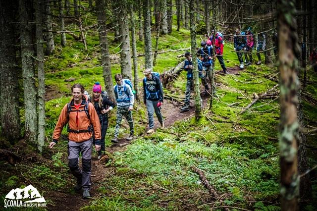 Foto: Asociația Tăsuleasa Social/ Școala de mers pe munte
